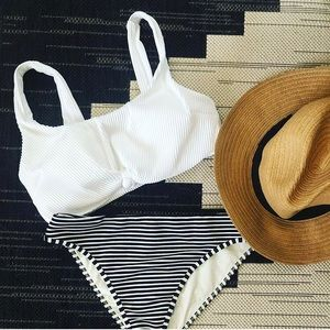 Hollister white rubbed bikini top Size L NWT